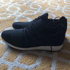 Black tennis shoes NWOT